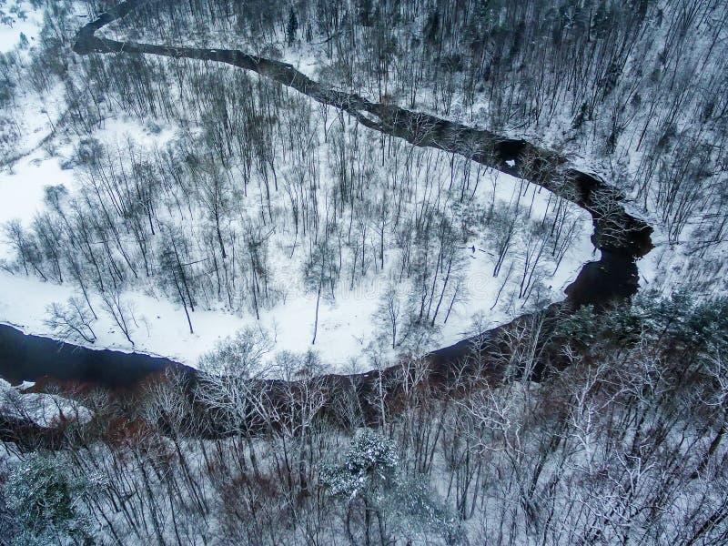 Vilnius, Lithuania: powietrzny odgórny widok Vilnele rzeka i Belmontas park w zimie zdjęcia stock