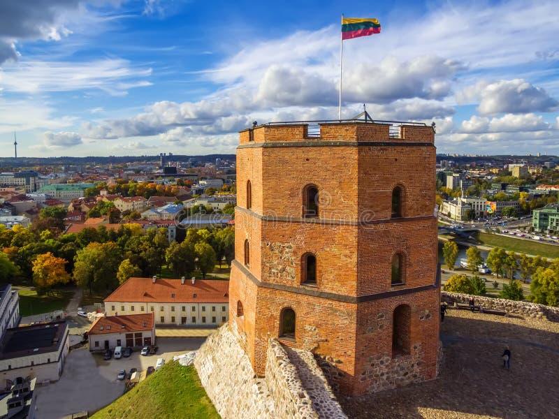 Vilnius, Lithuania: powietrzny odgórny widok wierzch lub Gediminas kasztel obrazy stock