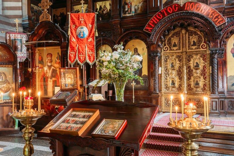 Vilnius Lithuania Pulpit Analogion Z Dwa ikonami Dla czczenia obraz stock
