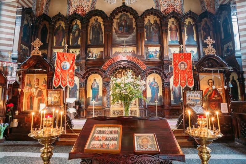 Vilnius Lithuania Pulpit Analogion Z Dwa ikonami Dla czczenia zdjęcie royalty free