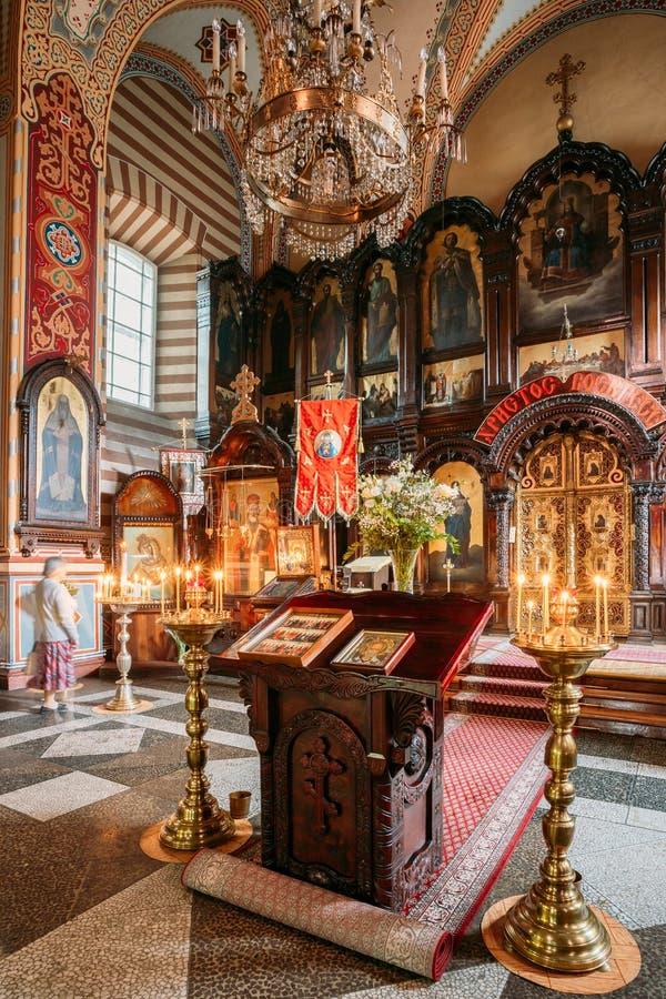 Vilnius Lithuania Pulpit Analogion Z Dwa ikonami Dla czczenia zdjęcie stock