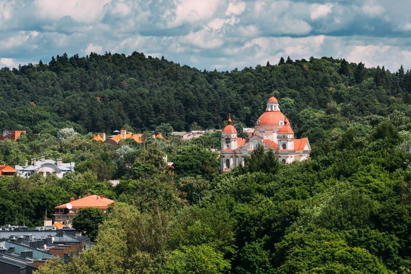 Vilnius, Lithuania Vista aérea da igreja de Saint Peter And Paul fotos de stock