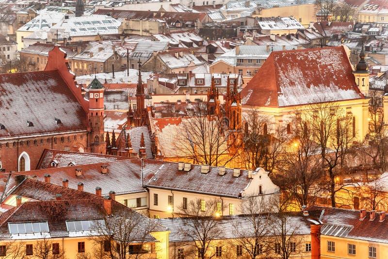 Vilnius, Lithuania: widok z lotu ptaka stary miasteczko w zimie obrazy stock