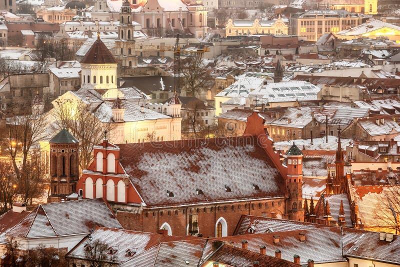 Vilnius, Lithuania: widok z lotu ptaka stary miasteczko w zimie zdjęcie stock