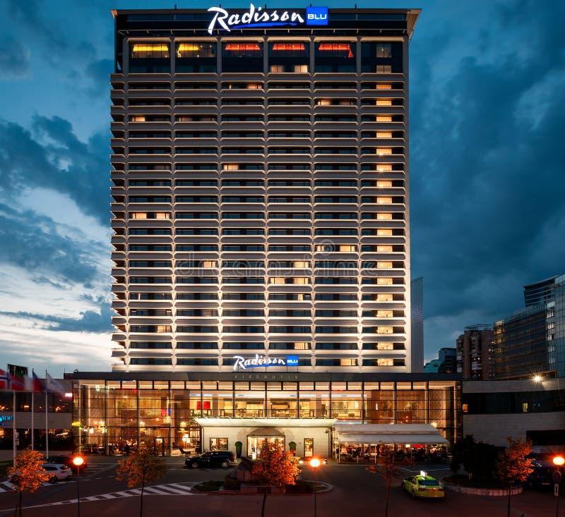 VILNIUS, LITHUANIE - 10 AOÛT 2018 : Vilnius Radisson Blu Hotel Longue séance photos d'exposition lithuania image libre de droits
