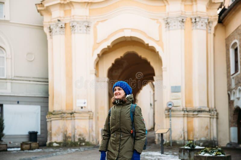 Vilnius, Lithuanie Jeune belle femme assez caucasienne de fille image stock