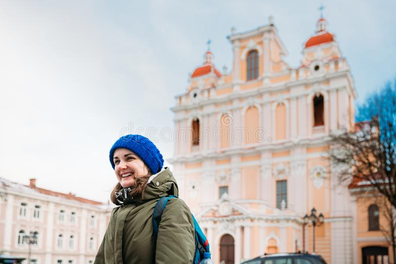 Vilnius, Lithuanie Jeune belle femme assez caucasienne de fille photos stock