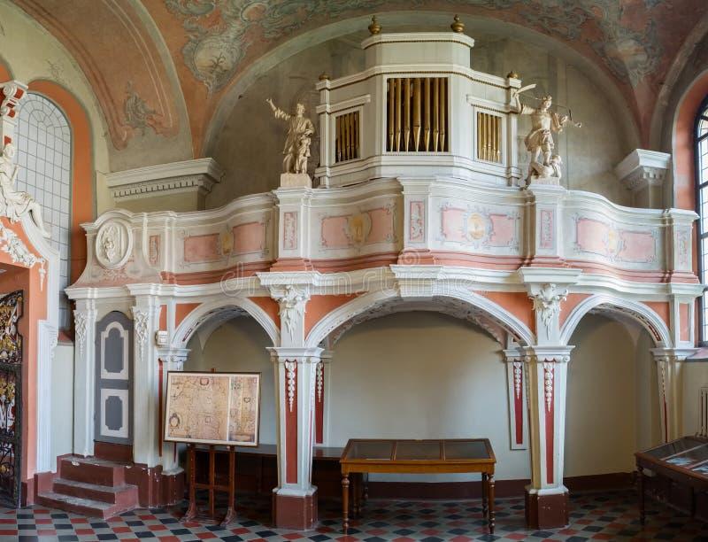 Vilnius, Lithuanie - 5 mai 2017 : organe musical à l'intérieur de chapelle d'église de St Johns photo stock