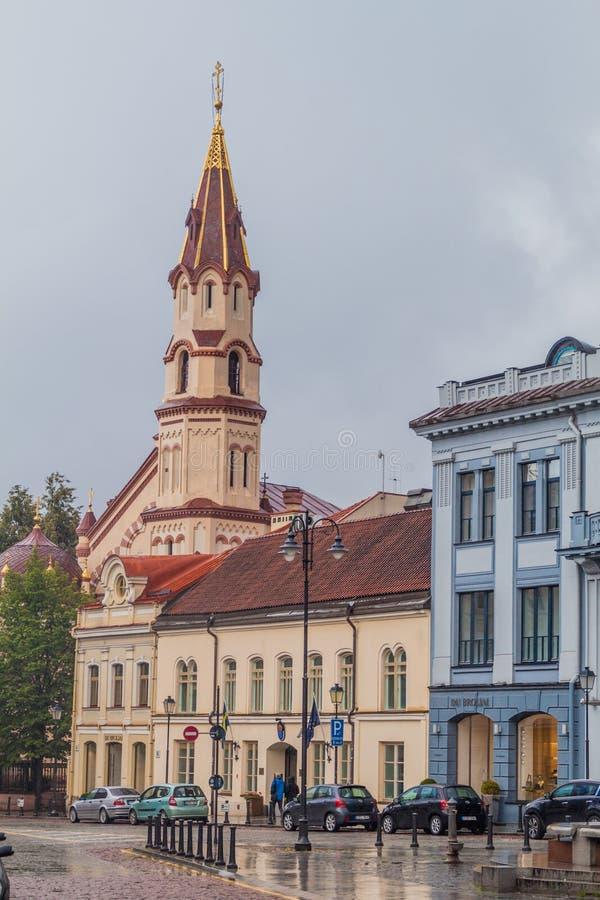 VILNIUS, LITOUWEN - AUGUSTUS 16, 2016: Kerk van Sinterklaas en Stadhuisvierkant in Vilnius, Lithuani royalty-vrije stock afbeeldingen