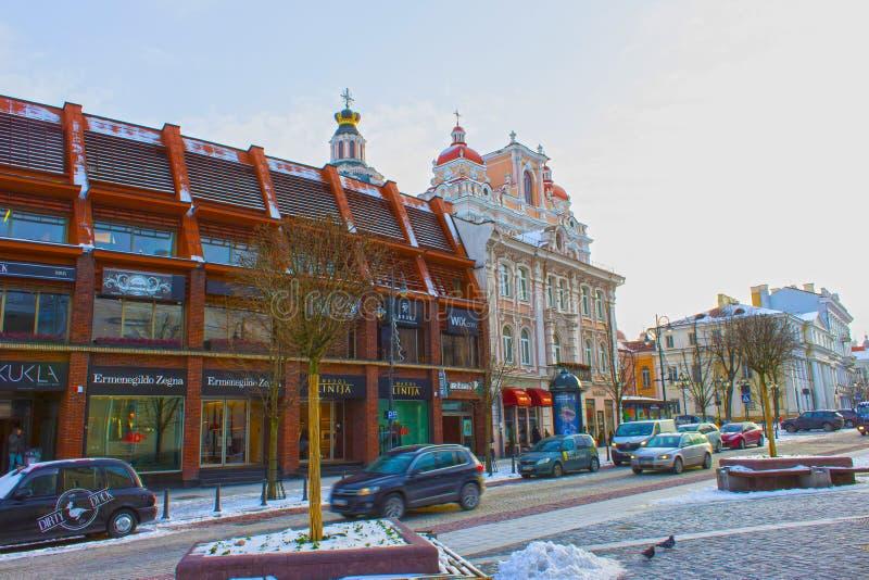 VIlnius, Litouwen - Januari 05, 2017: De onbekende mensen gaan langs straat in Oude Stad, Vilnius, Litouwen stock fotografie