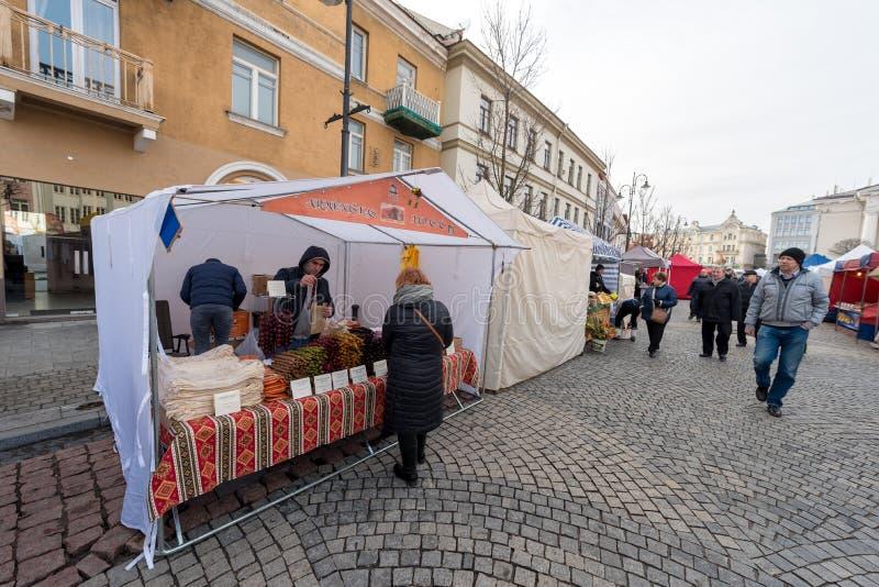 VILNIUS, LITOUWEN - MAART 4, 2017: Kaziukasmarkt in Vilnius stock afbeeldingen