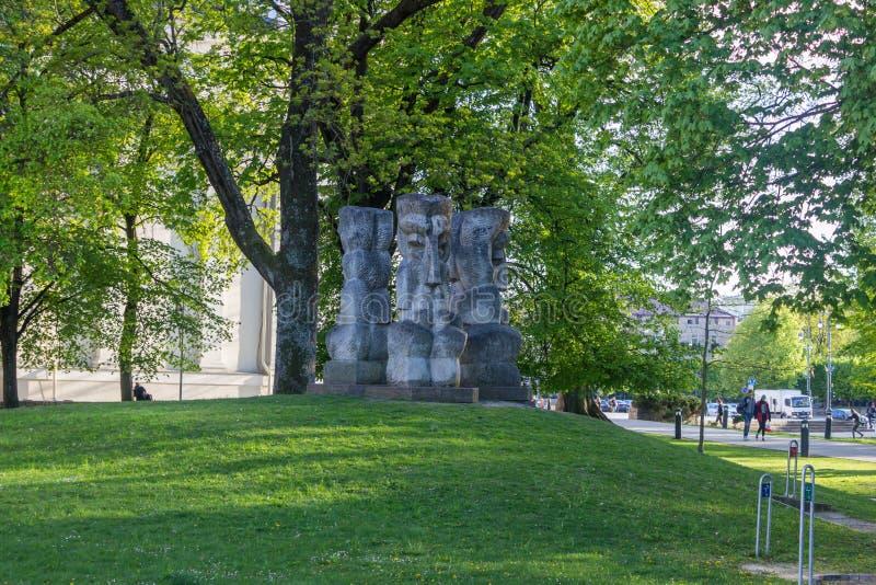 Vilnius, Lituânia - 8 de maio de 2019: monumentos e estátuas de Vilnius fotografia de stock