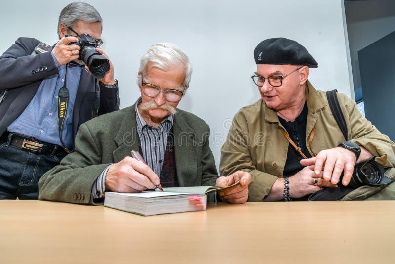 VILNIUS, LITUÂNIA - 22 DE FEVEREIRO DE 2019: O livro internacional de Vilnius favoravelmente imagem de stock