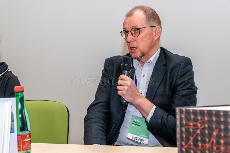VILNIUS, LITUÂNIA - 22 DE FEVEREIRO DE 2019: O livro internacional de Vilnius favoravelmente fotos de stock