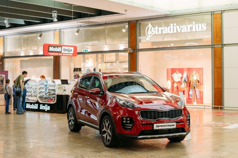 Vilnius Lituania Dimostrazione di nuovo Kia Sportage Car rosso, fotografia stock libera da diritti