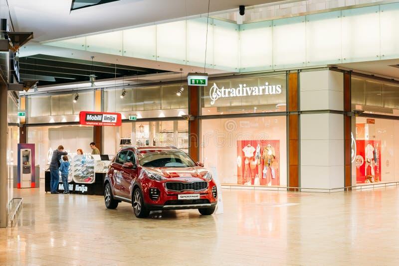 Vilnius Lituania Dimostrazione di nuovo Kia Sportage Car rosso, Co fotografia stock