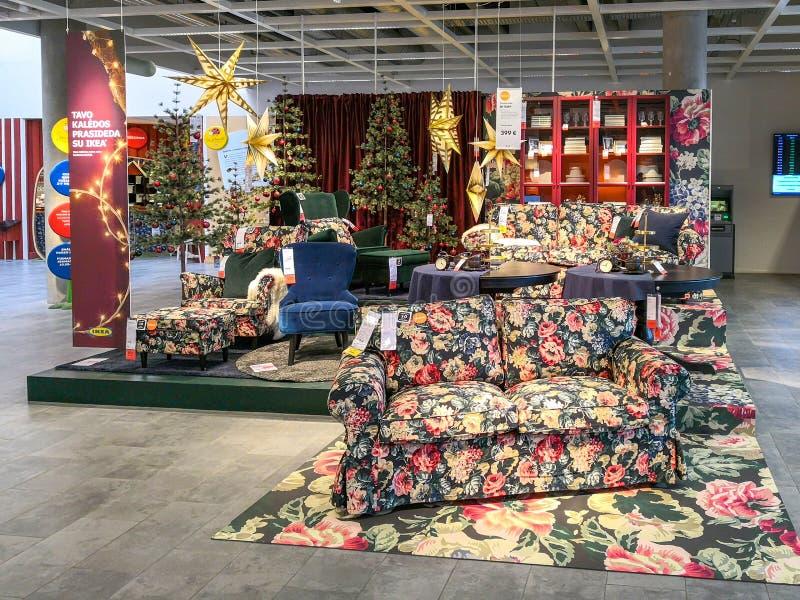 Vilnius, Lituania - 24 ottobre 2018: Nuova raccolta delle decorazioni di Natale presenti nel deposito di Ikea a Vilnius fotografia stock libera da diritti