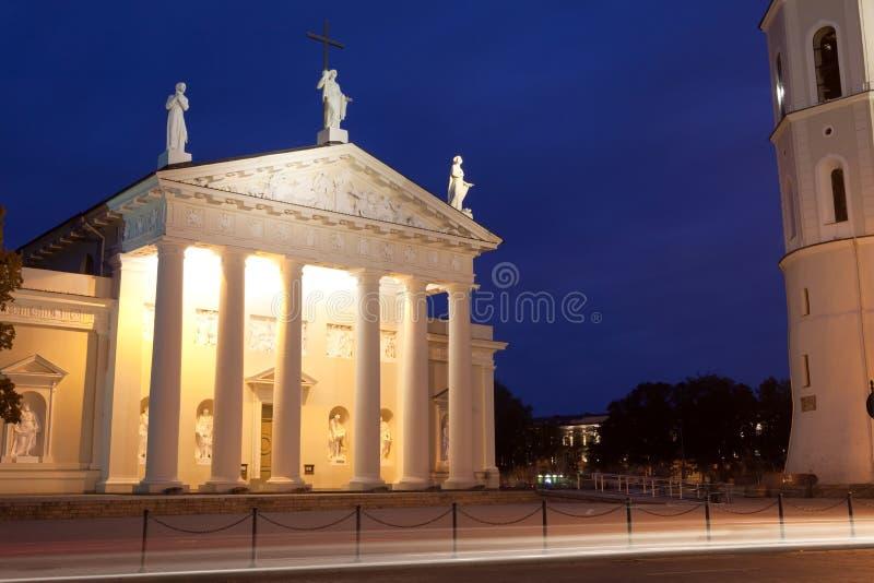 Vilnius na noite foto de stock royalty free