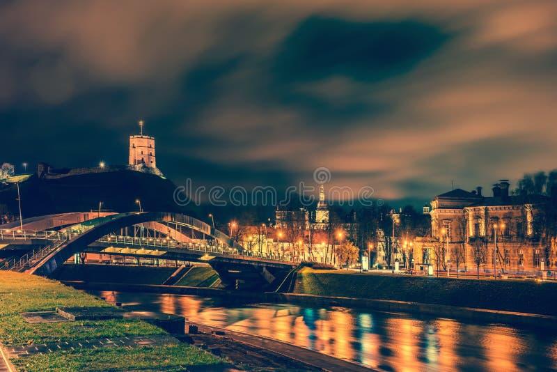 Vilnius natt arkivbild