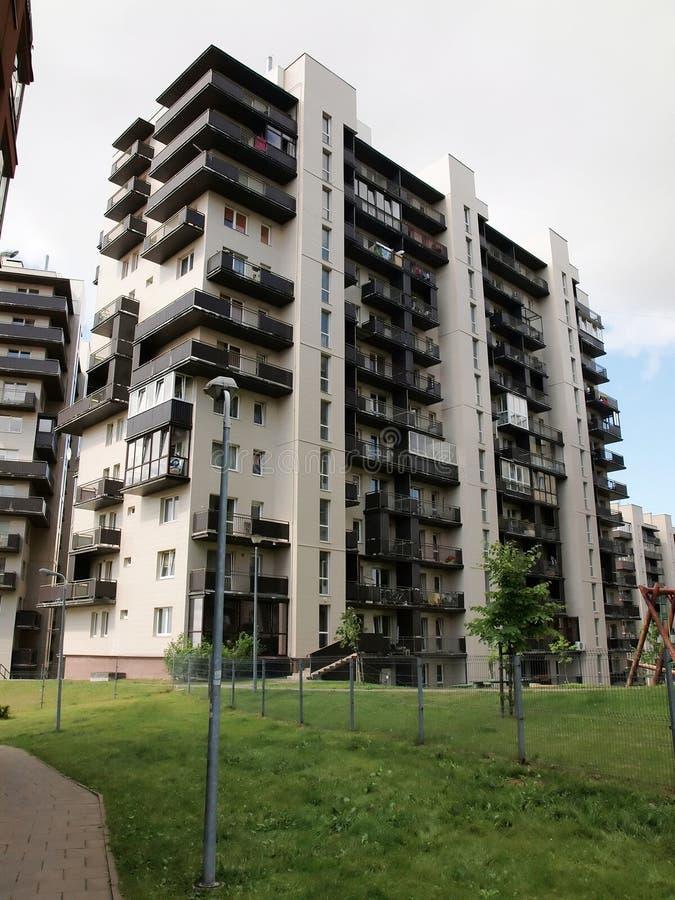 Download Vilnius Vandaag. Nieuwe Gebouwen En Aard. Stock Foto - Afbeelding bestaande uit economie, ontwerp: 39103810