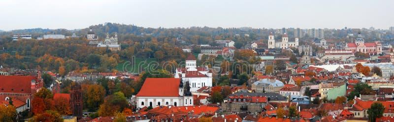Download Vilniuspanorama In De Herfst Stock Foto - Afbeelding bestaande uit historisch, rood: 39104136