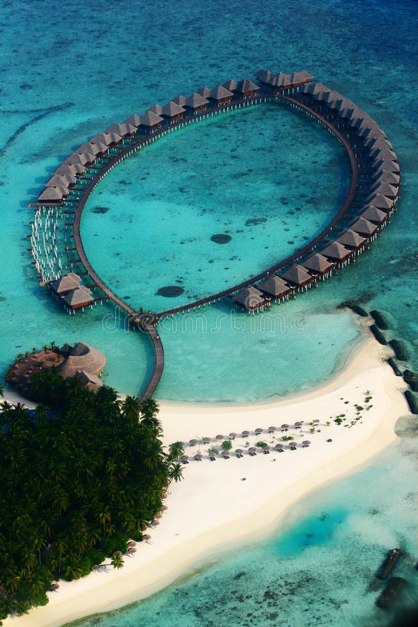 Vilureef ö i Maldiverna royaltyfria bilder