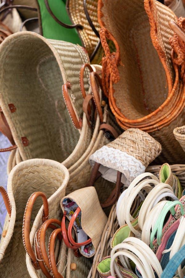 Vime do artesanato das cestas comercializado e indicado para a venda imagens de stock royalty free