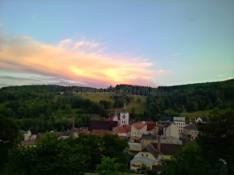 Vimperk, puesta del sol imagenes de archivo