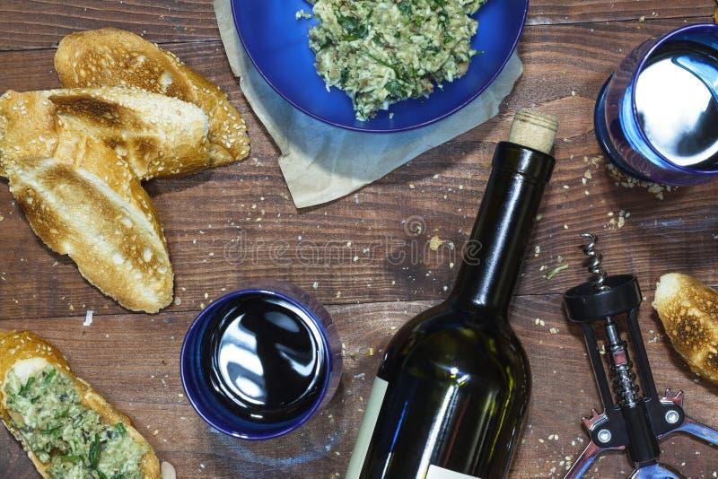 Vin aptitretare, crostini, mellanmål, uppsättning, viner, mat, vin, sandw arkivbilder