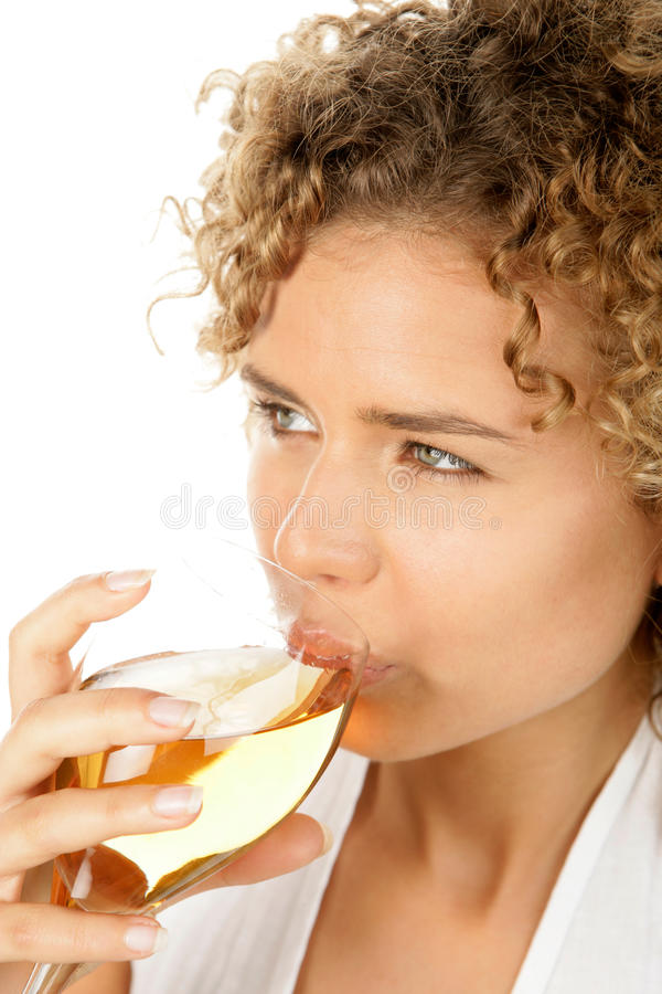 Vin blanc potable de femme photo stock