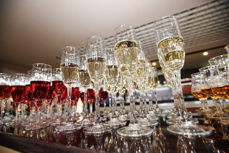 Vin, champagne, verres de cognac photographie stock libre de droits