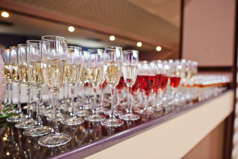 Vin, champagne, verres de cognac image libre de droits