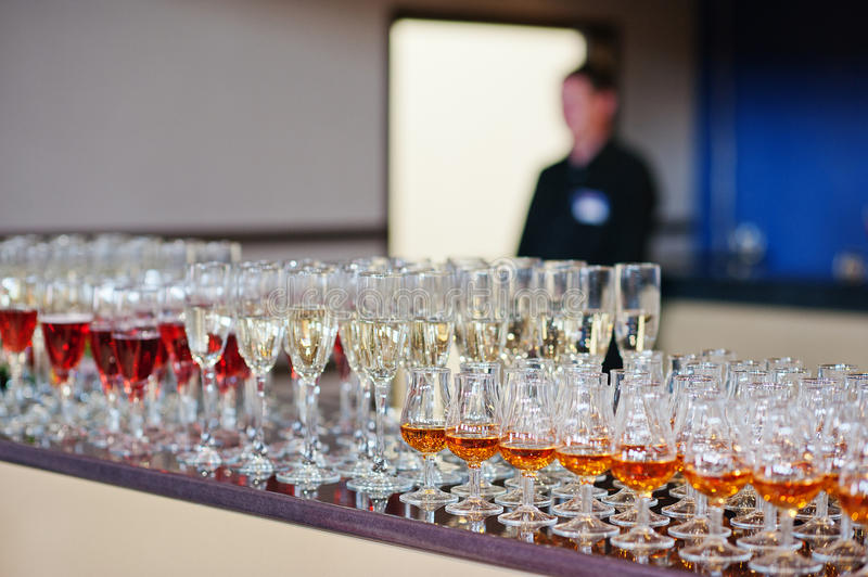 Vin, champagne, verres de cognac photo stock