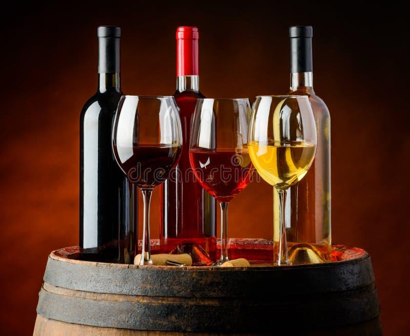 Vin dans l'établissement vinicole photos libres de droits