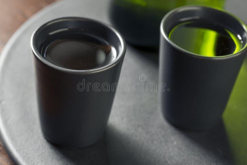 Vin de riz japonais alcoolique de saké image stock