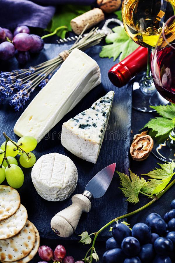 Vin, druva och ost royaltyfri foto