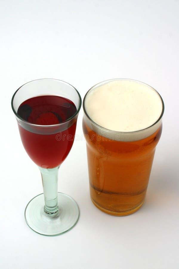 Vin et bière photographie stock libre de droits