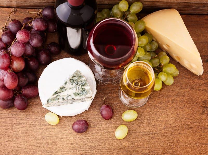 Vin et fromage photographie stock libre de droits