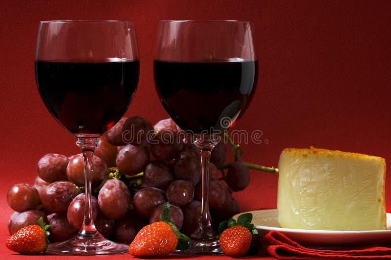 Vin et fromage pour deux photos stock