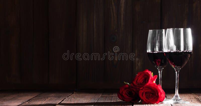 Vin et roses photos stock