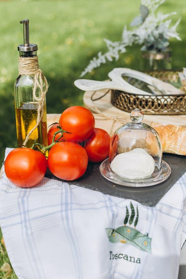 Vin för grönsaker för frukter för mat för helgpicknicksäsong royaltyfri foto