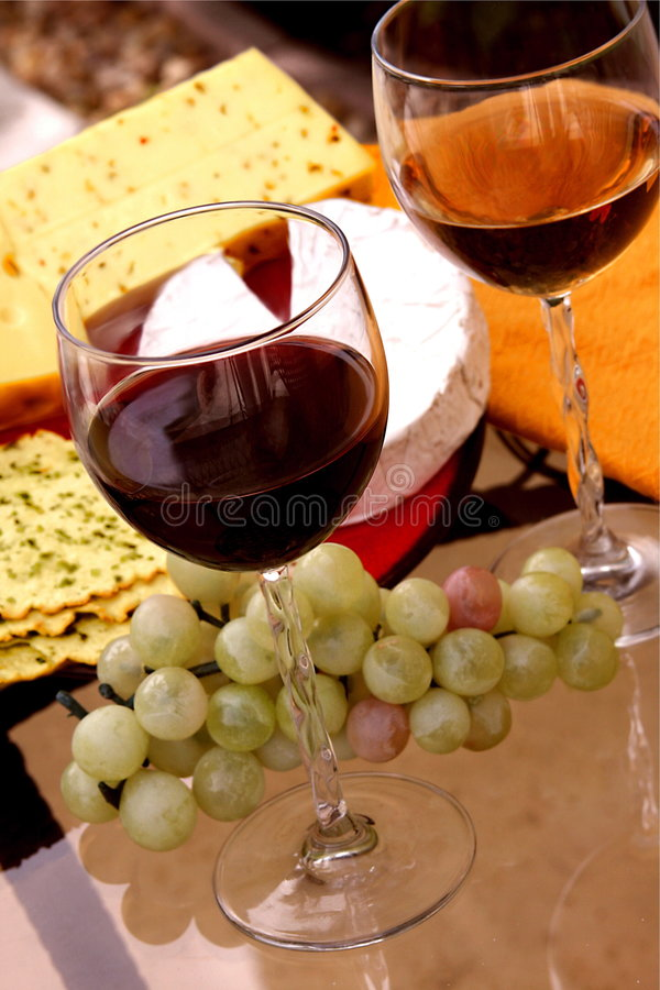 Vin, fromage, pain photo libre de droits