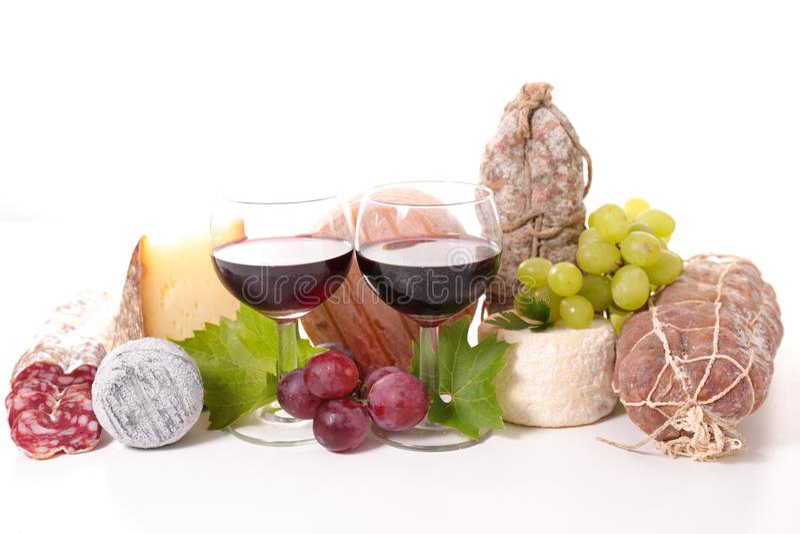 Vin med salami och ost royaltyfri foto