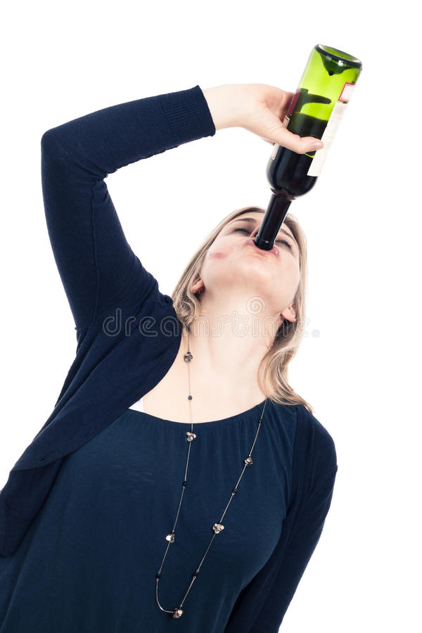 Vin potable de femme ivre image stock
