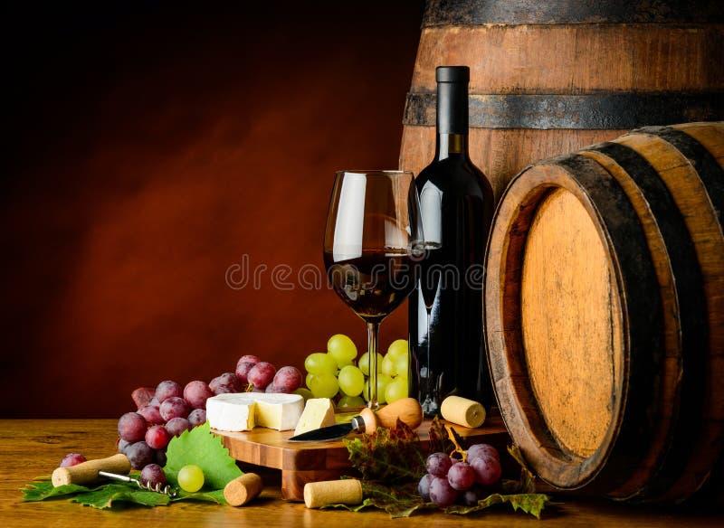 Vin, raisins et fromage de Cabernet Sauvignon photos stock