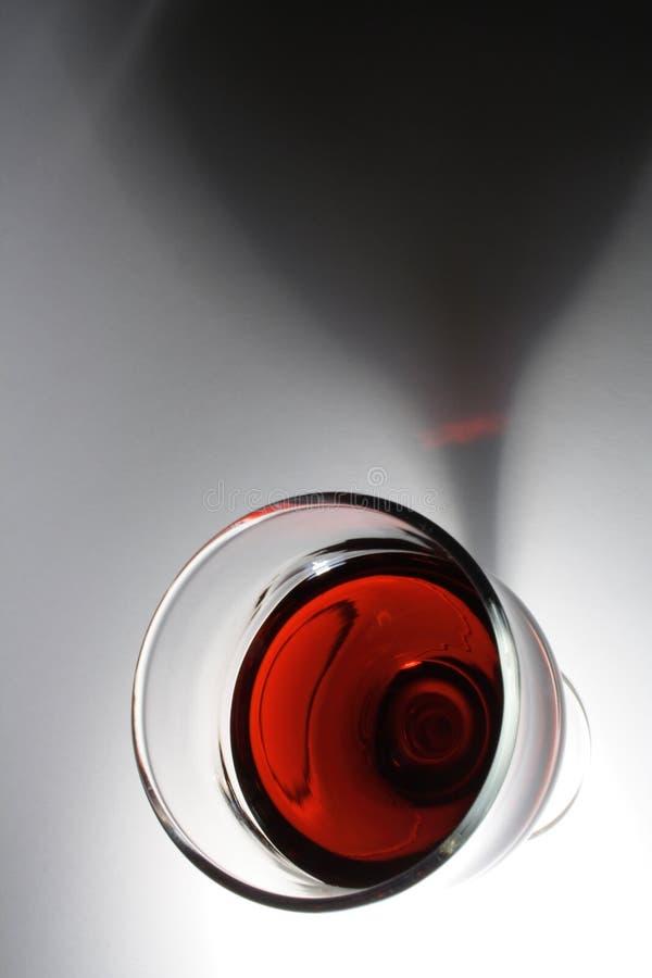 Vin rouge avec l'ombre images stock