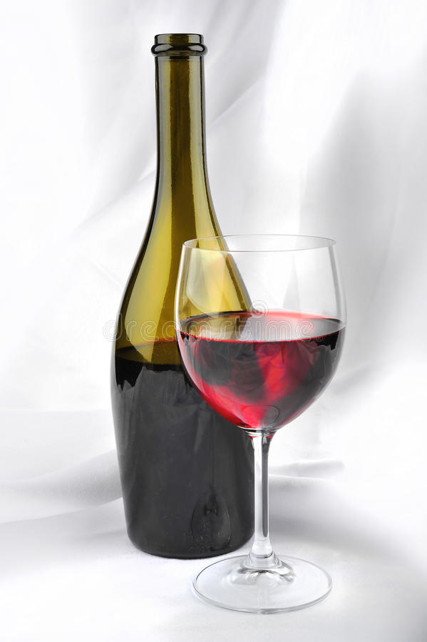 Vin rouge Botle et glace photo stock