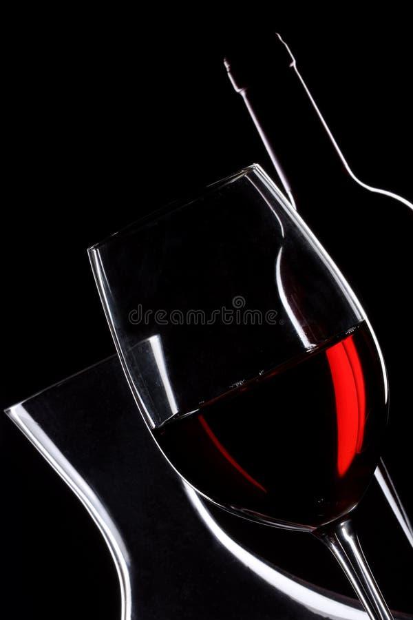 Vin rouge. Bouteille, glace et décanteur photographie stock libre de droits