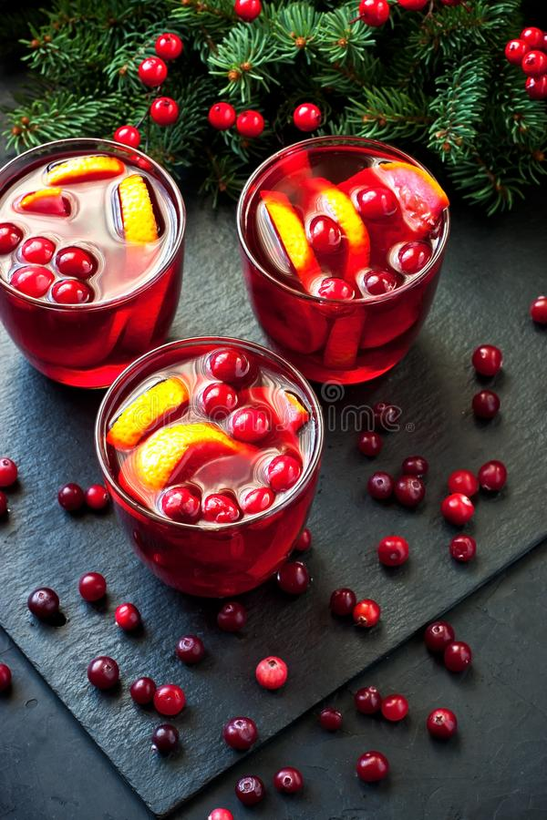 Vin rouge chauffé par Noël photographie stock