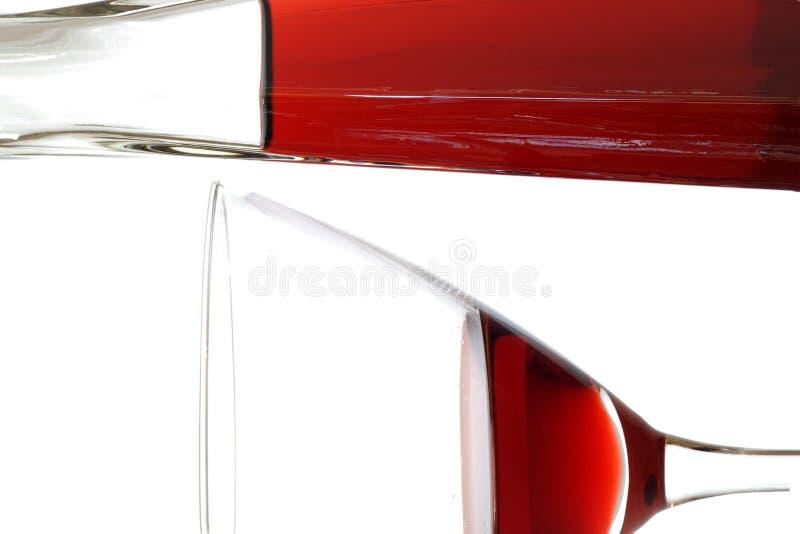 Vin rouge dans la glace et le décanteur photos stock